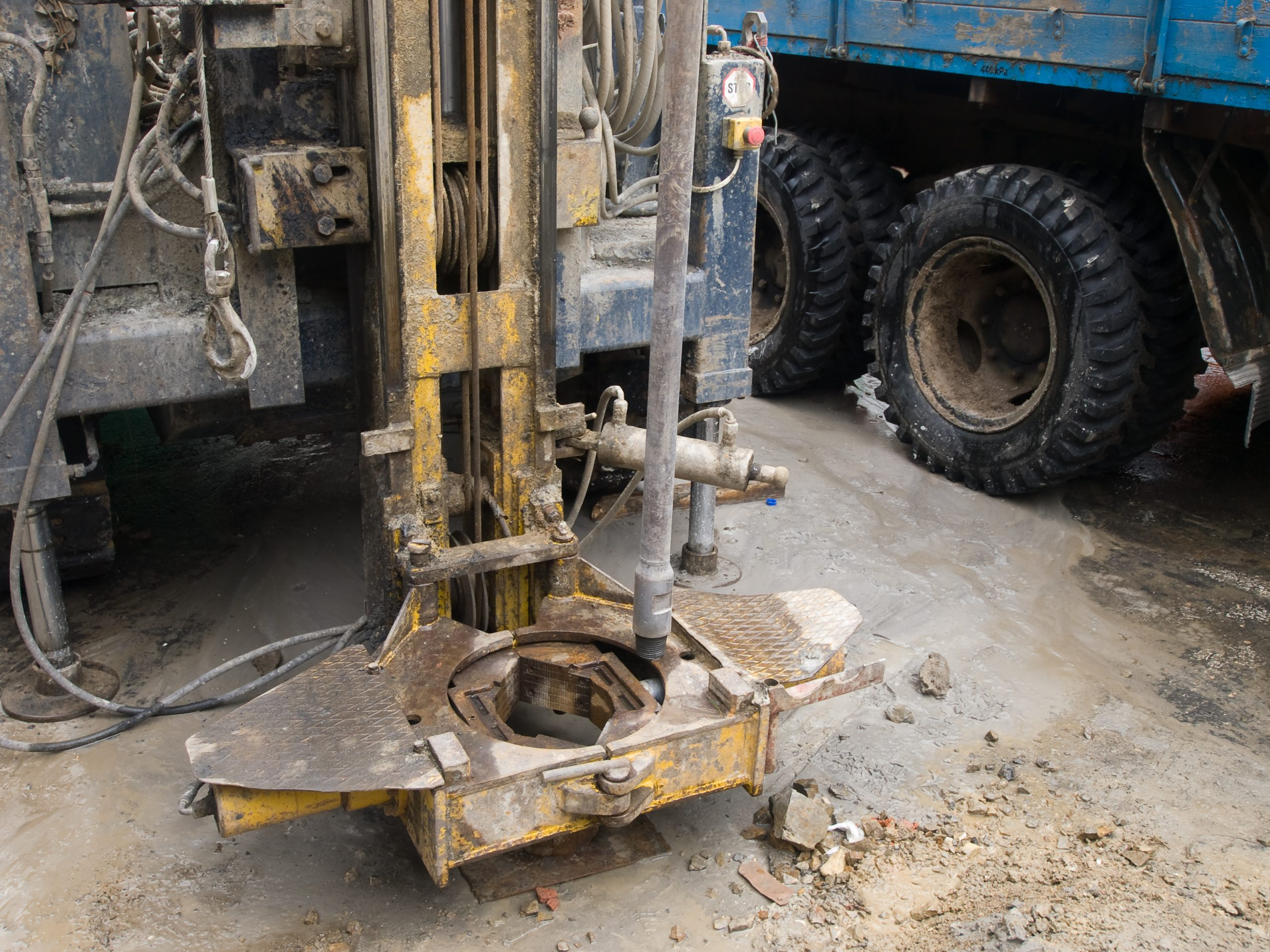 Mobile,Drilling,Rig,Mounted,On,Truck